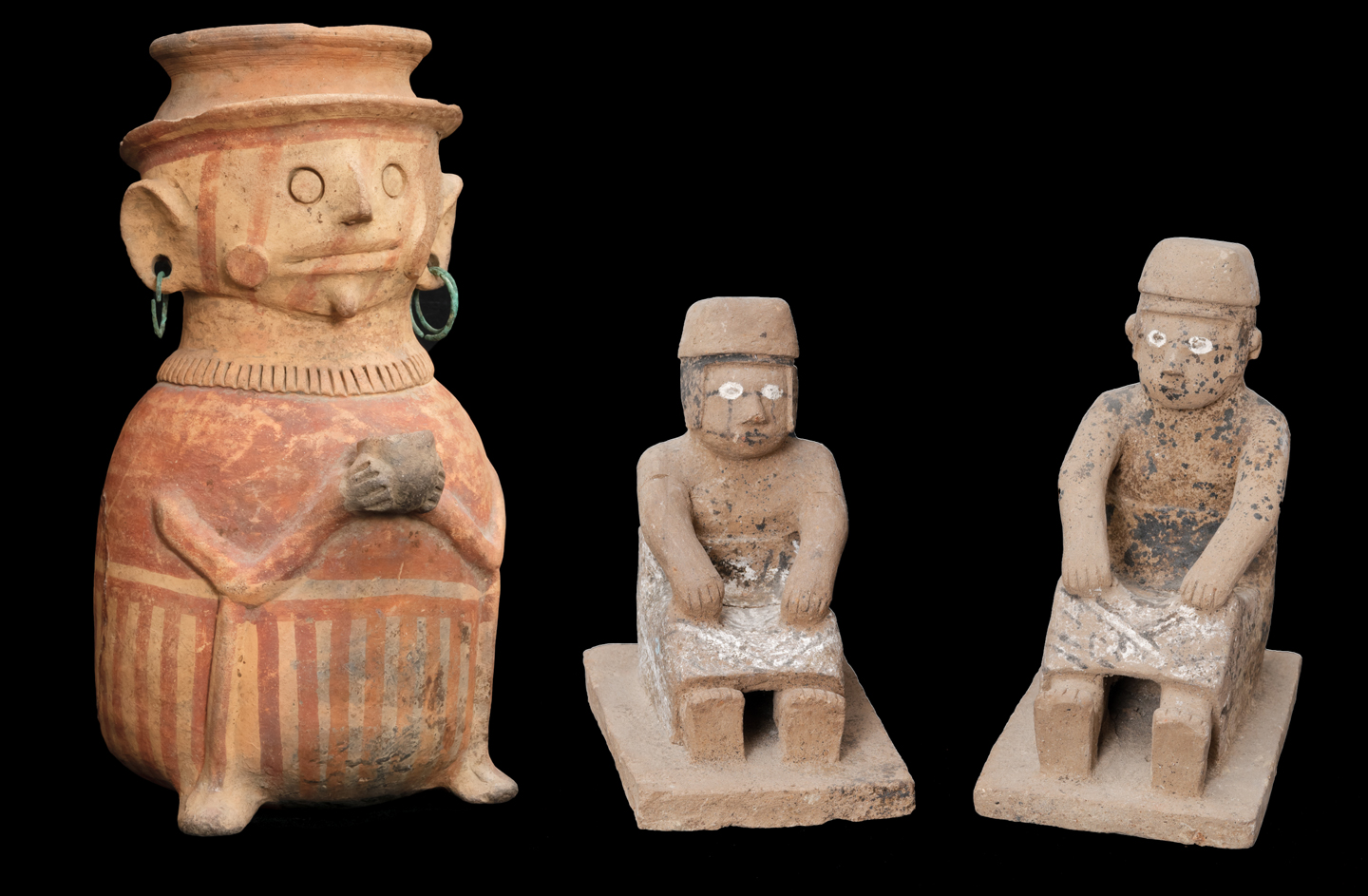 Ecuadorian ceramic artifacts